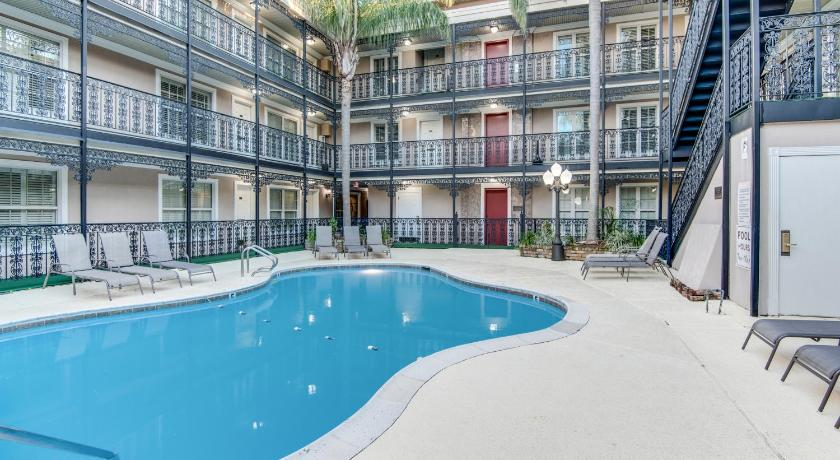 Swimming pool Plaza Suites of Metairie