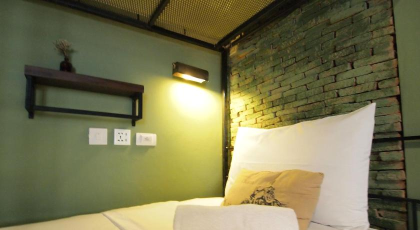Bed in 6-Bed Mixed Dormitory Room (Shared Bathroom) - Katil Niras Bankoc Hostel