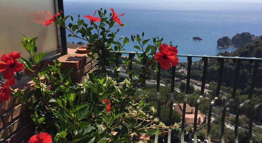 B&B La Terrazza Sul Mare Taormina | Book online | Bed & Breakfast Europe