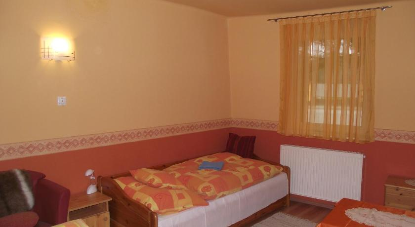 Standard Double or Twin Room with Shared Bathroom - Guestroom Liget Vendégház