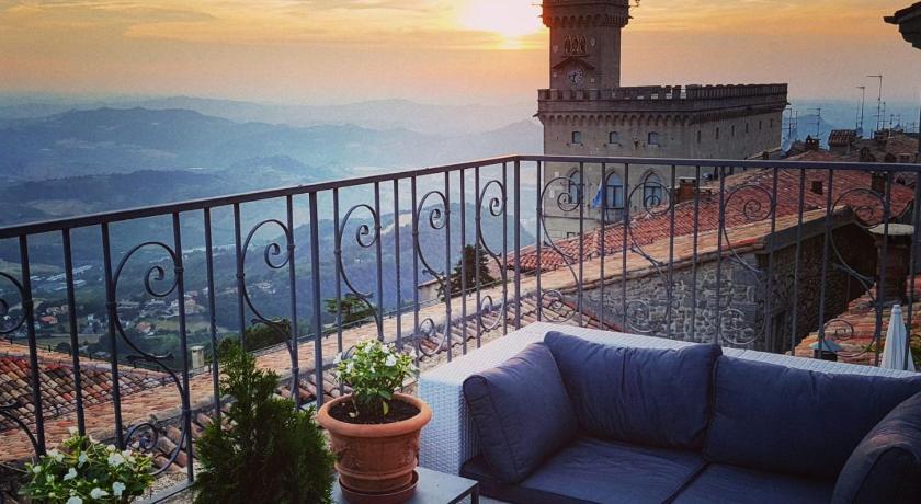 Best Price on B&B San Marino Suite in San Marino + Reviews