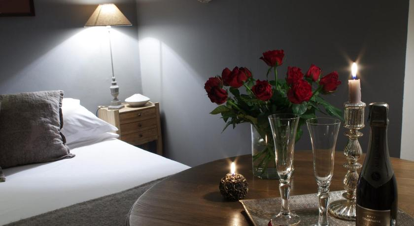 Vue sur Cour | Book online | Bed & Breakfast Europe