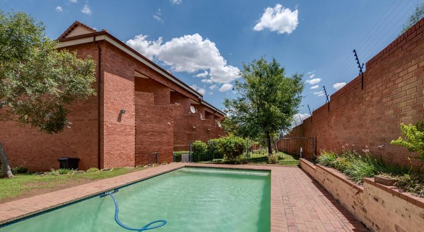 Swimmingpool Savannah Self Catering