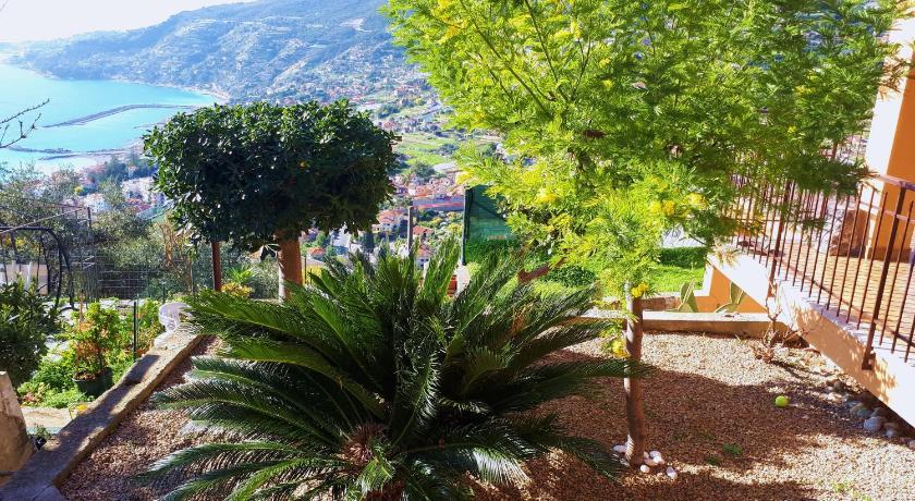 Porzione Casa Eden - Giardino, Terrazza - Ospedaletti ...