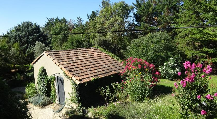 Petite maison et jardin en Provence - Charleval | Bedandbreakfast.eu