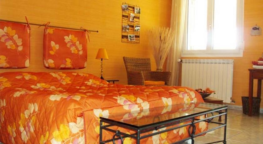 Double Room with King Size Bed II - Guestroom Le Panorama - Chambres d'Hotes