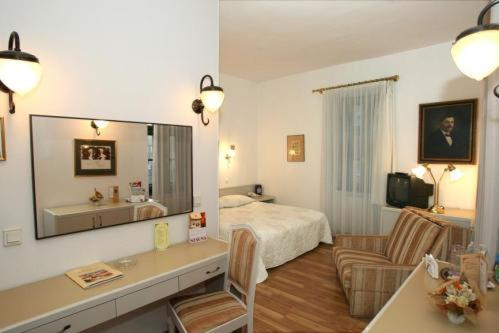 Hotel Senator-Ház Eger Dobó tér 11 Eger