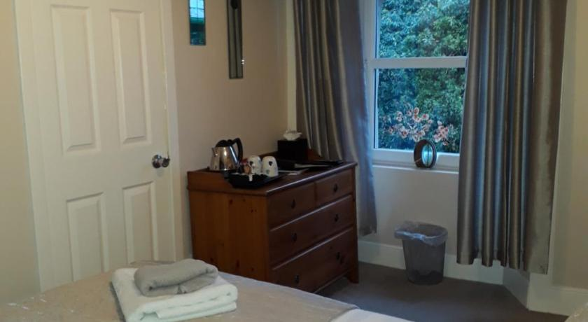 Compact Double Room (Room 3) Ben Lawers Hotel
