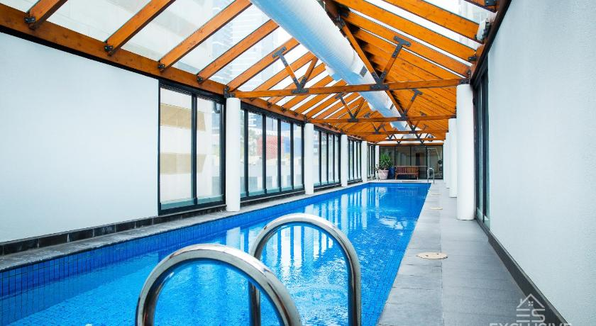 Swimming pool Exclusive Stays - Yarra Condos