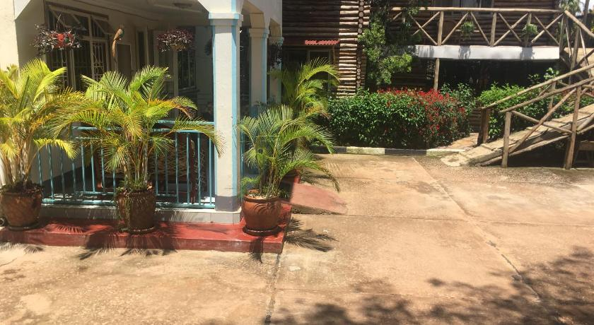 African Roots Guesthouse Entebbe
