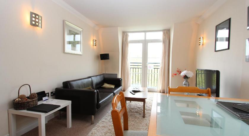 Best Price on Celador Apartments - Riverside House Serviced ...
