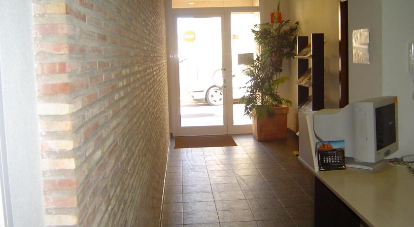 Hostal El Estudio Méndez Núñez, 44 Almansa