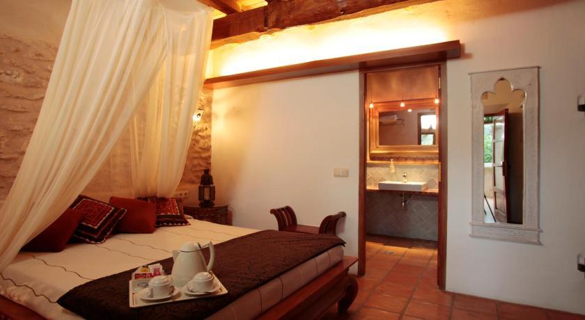 hoteles con encanto en ibiza  171