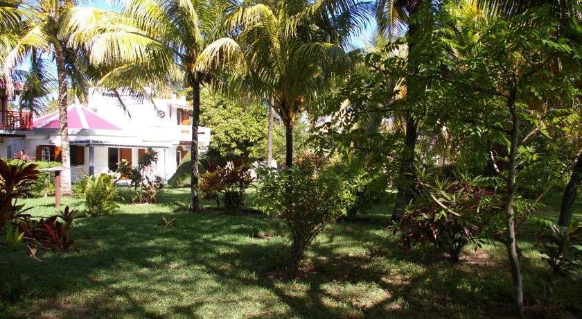 Villa Dans Un Jardin Tropical - Petit Raffray   Bedandbreakfast.eu