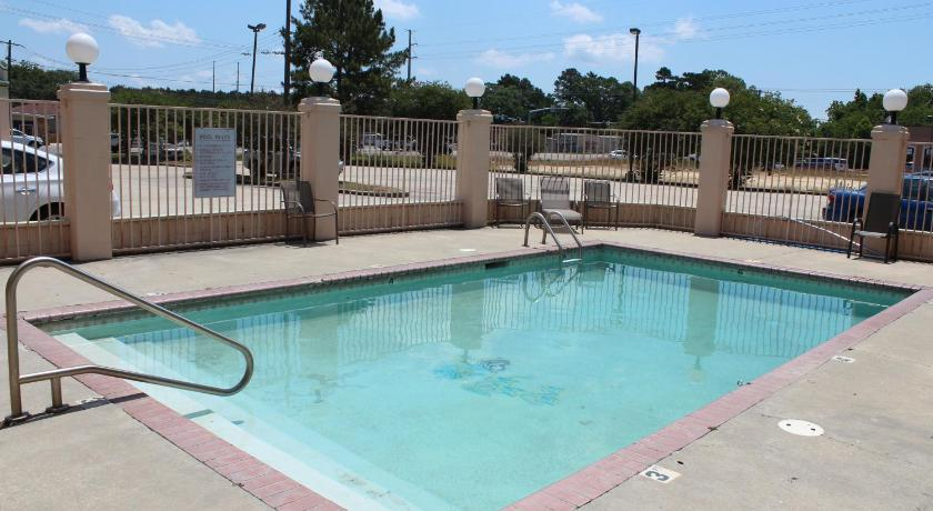 Swimming pool Highland Inn Denham Springs