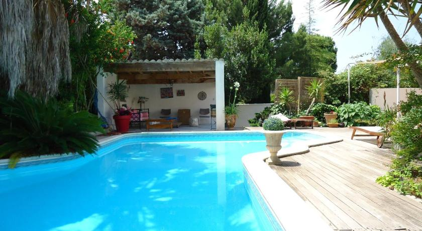 Swimming pool La Maison Blanche