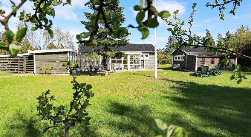 Two-Bedroom Holiday home in Ålbæk 9