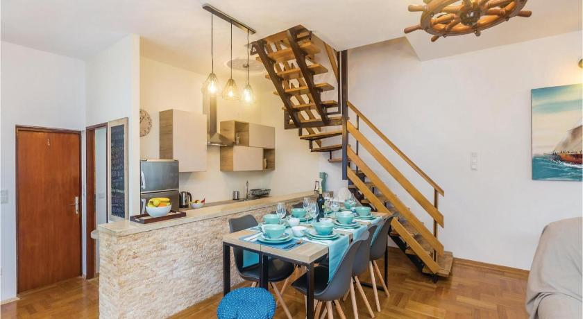 Three-Bedroom Holiday Home in Milcetici