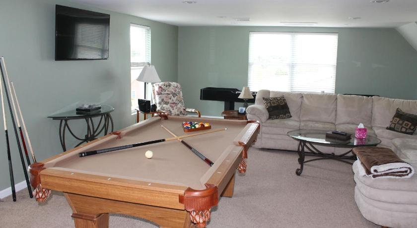 Great Home For Gatherings Pool Table And Shuffleboard