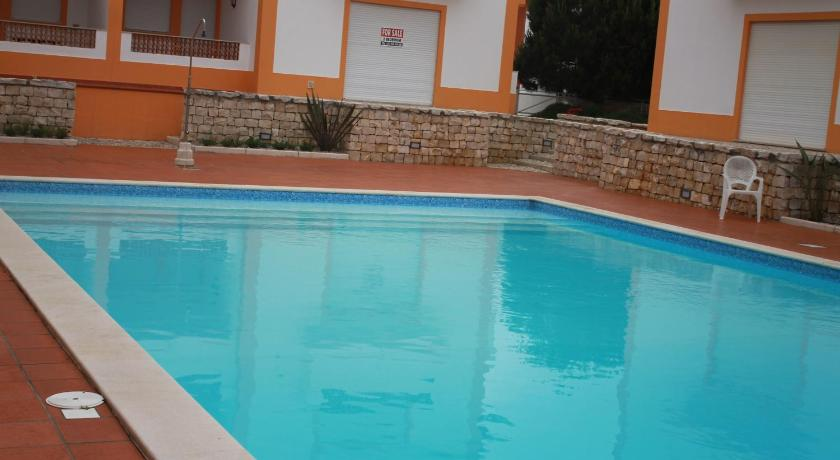 Swimming pool Praia D'el Rey Golf & Beach Apartment