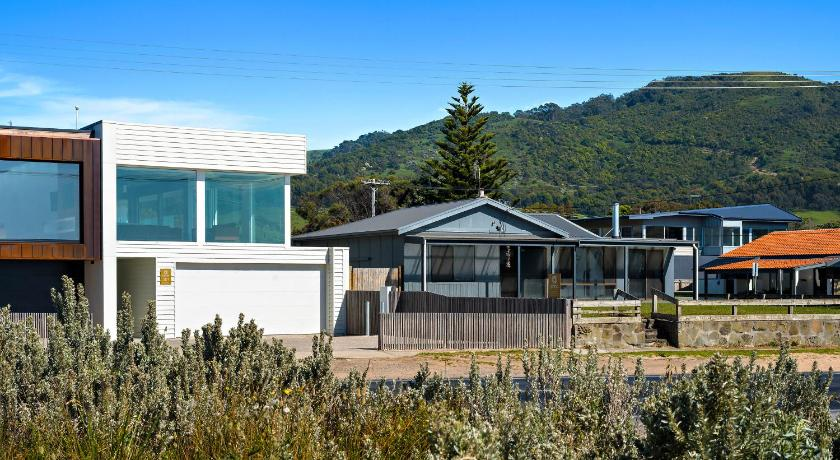 Holiday Home - View Aloha Beachfront Apollo Bay Central