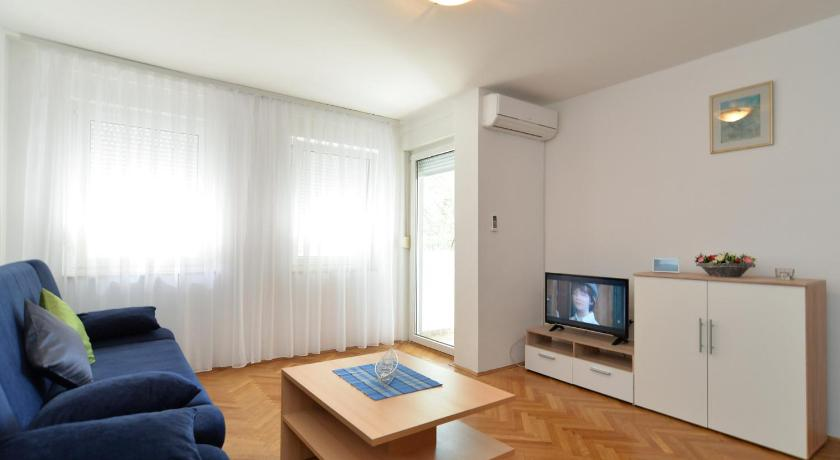 Apartment Miroslav 1285