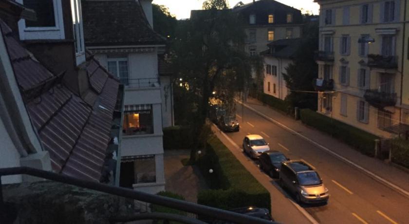 Best Price on Mobliertes Zimmer mit Balkon und Kuche direkt in ...