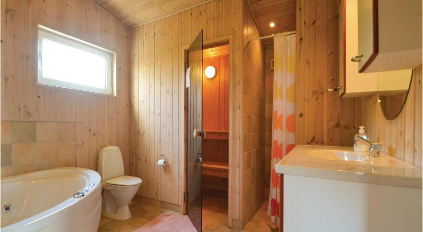 Three-Bedroom House - Bathroom Holiday home Toplærkevej