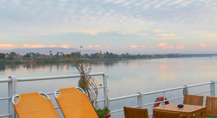 Swimmingpool M/S Magic I Nile Cruise - 04 & 07 Nights Each Saturday