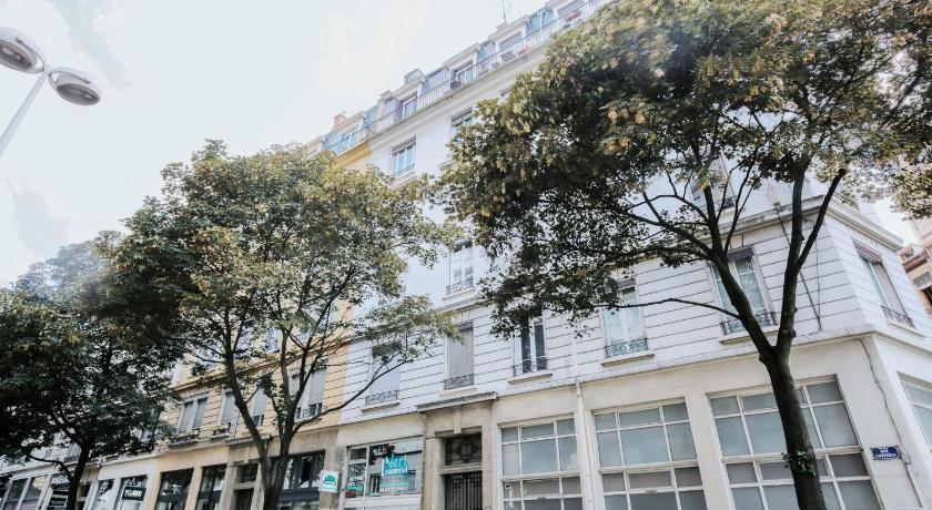 Appartement Avec Terasse Proche De Jean Mace Lyon