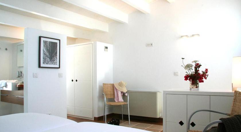 hoteles con encanto en es migjorn gran  41