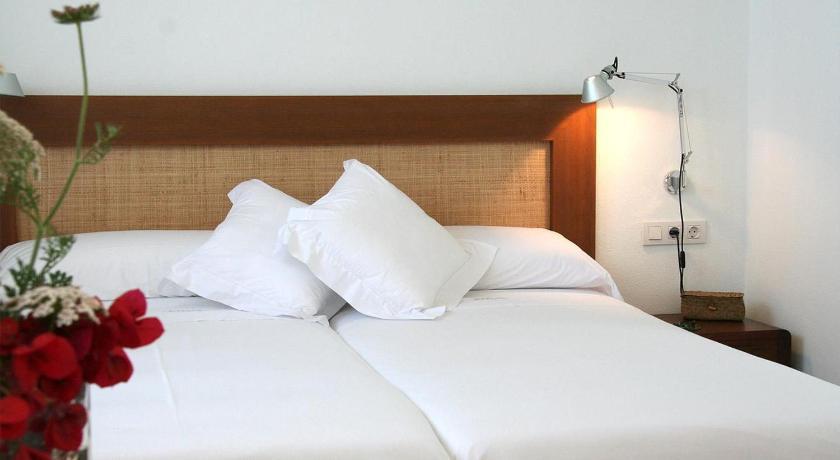 hoteles con encanto en es migjorn gran  22