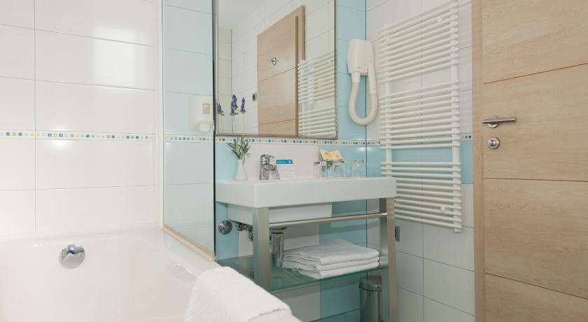 Standard One-Bedroom Apartment (3 adults) - Bathroom Apartments Belvedere