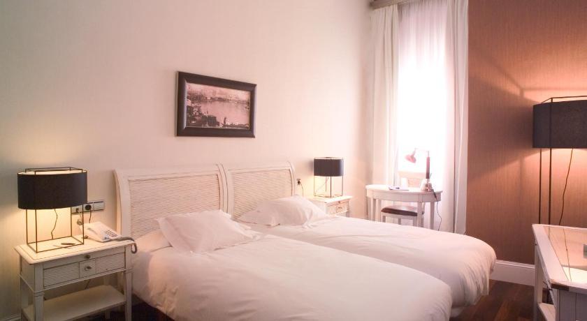hoteles con encanto en cádiz  300