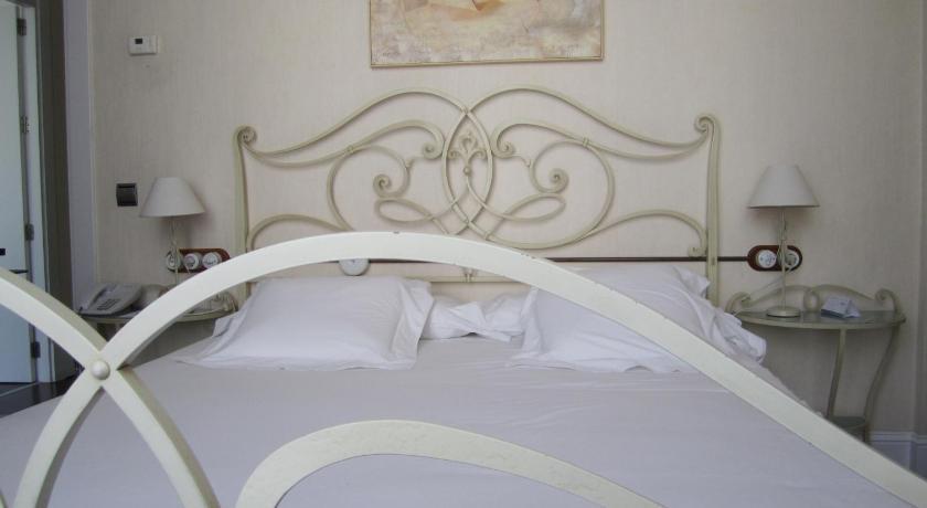 hoteles con encanto en cádiz  296