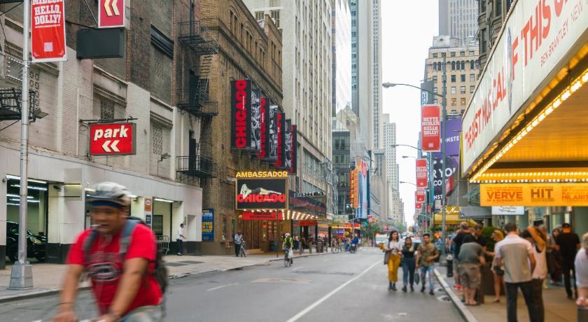 times square holiday rental loft new york bedandbreakfast eu