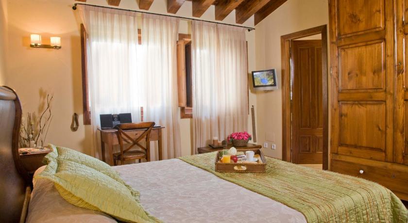 Hotel Restaurante El Ventós 32