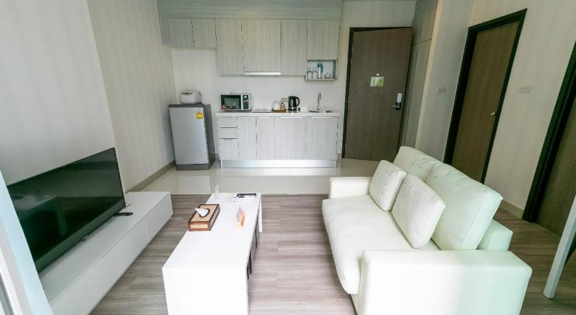 Twin Bed Room Robinson Airport With Pool View Locals Apartment