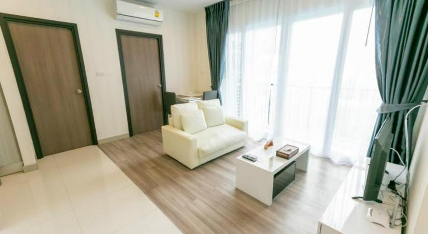 Robinson Airport Twin Bed Room With Pool View 00171607 Chiang Mai