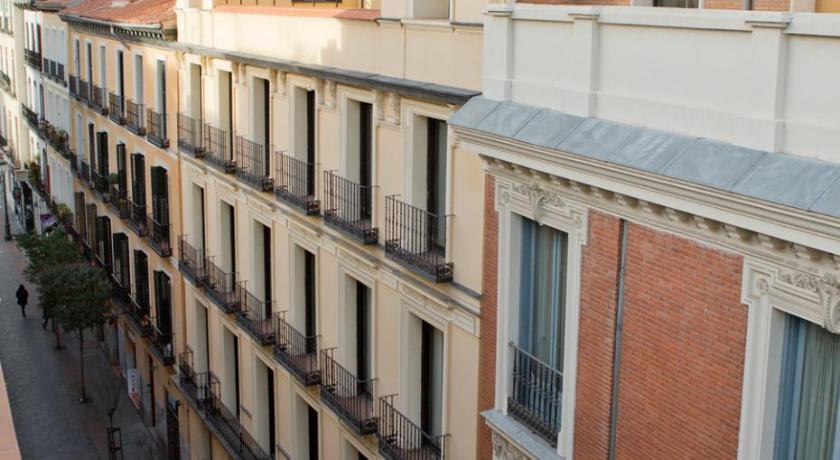 Atico Con Terraza En C Huertas Madrid Spain