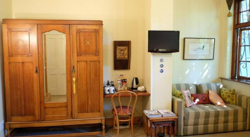 Pleasant Jambo Guest House Rose Room In Green Point Cape Town Interior Design Ideas Inesswwsoteloinfo