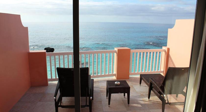 Cliffside King Room with Ocean View The Reefs Resort and Club