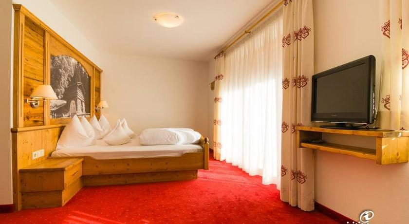 Double Room with Balcony - Guestroom Hotel Pfandleralm