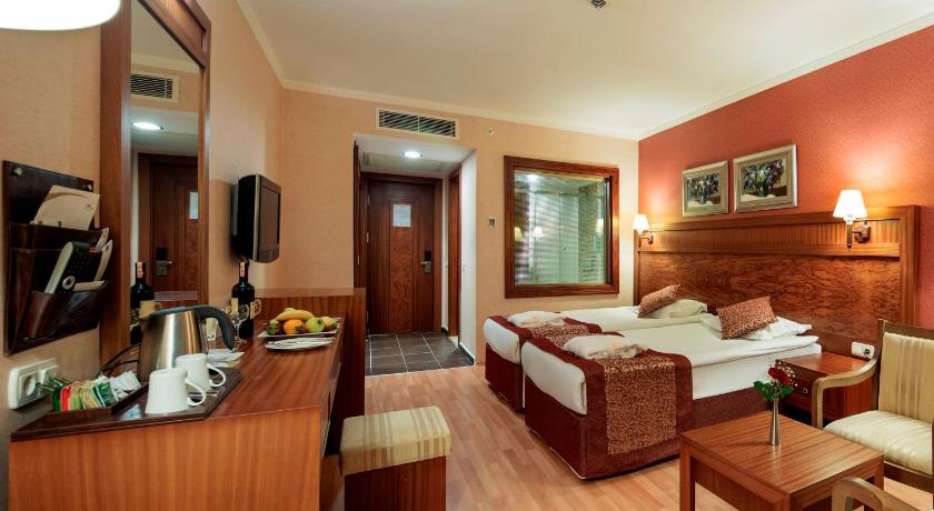 Alle 24 ansehen Alba Royal Hotel - Adults Only (+16)