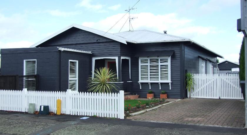 Wellesbourne Homestay B&B   New Zealand Budget Hotels