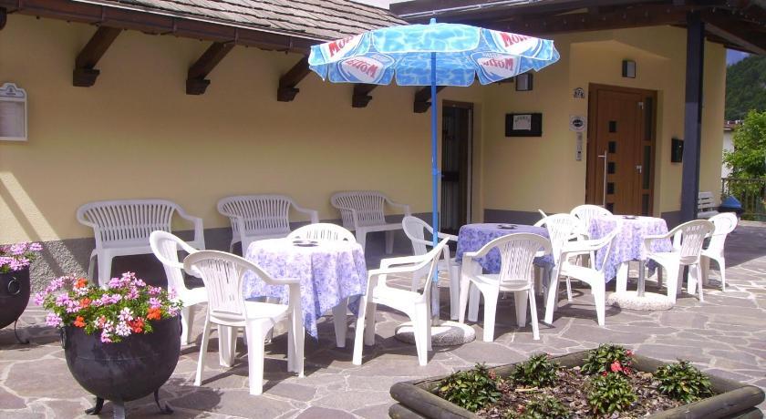Albergo bar meuble al gallo prenota online bed for Meuble bar stube giustina