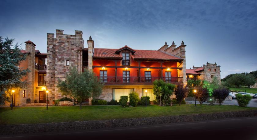 boutique hotels in santillana del mar  24