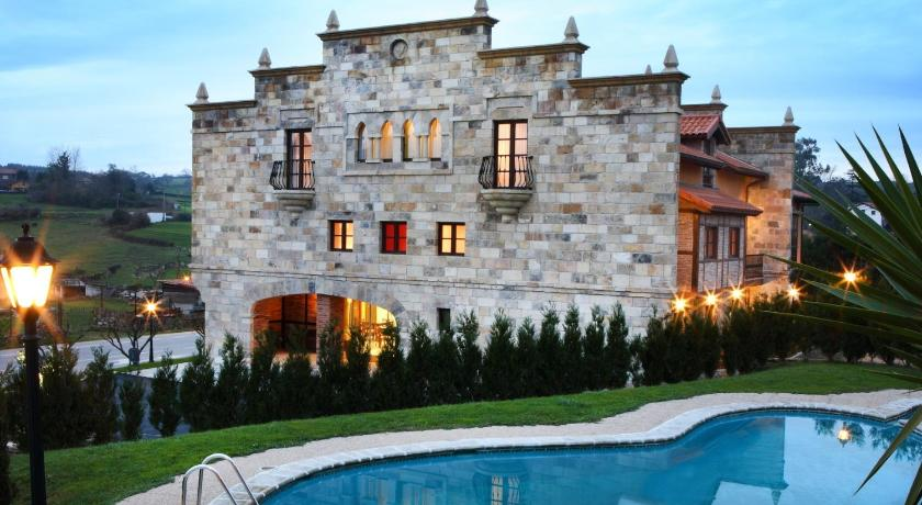 boutique hotels in santillana del mar  26