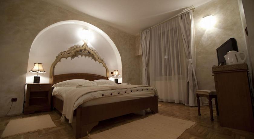 Casa Albert Boutique Hotel Republicii nr. 38 Braşov