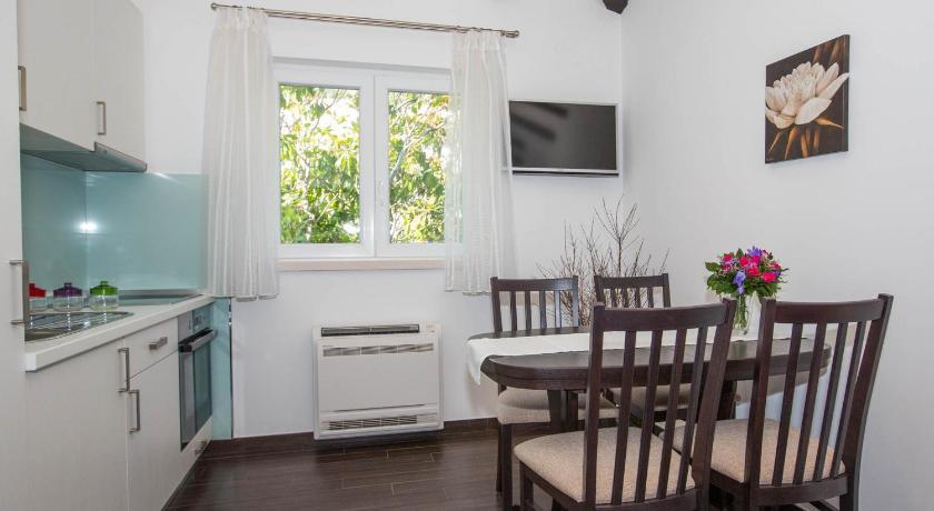 Comfort One Bedroom Apartment 4B Apartments